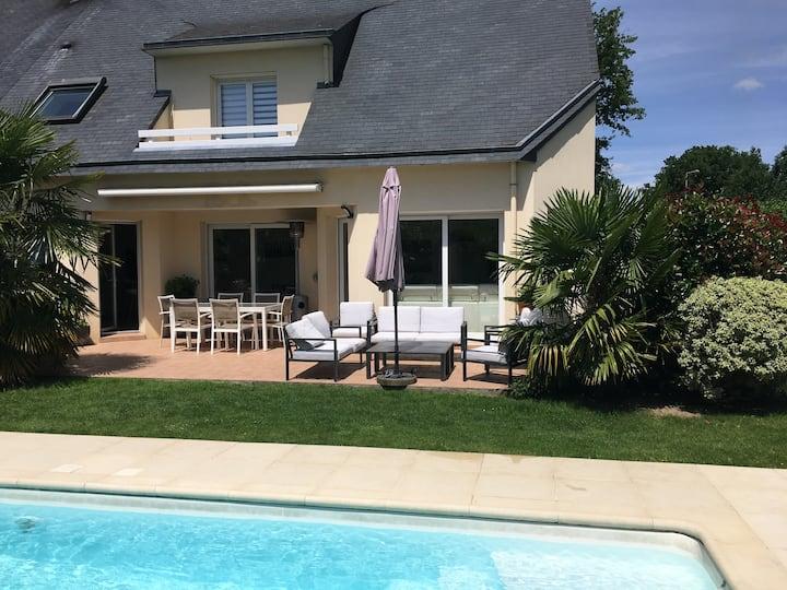 Proche Rennes, maison avec piscine chauffée