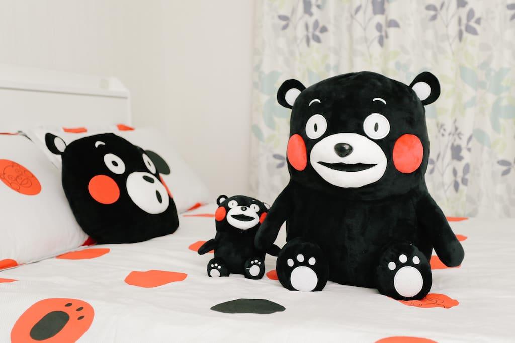 Kumamon on bed/大熊拉小熊