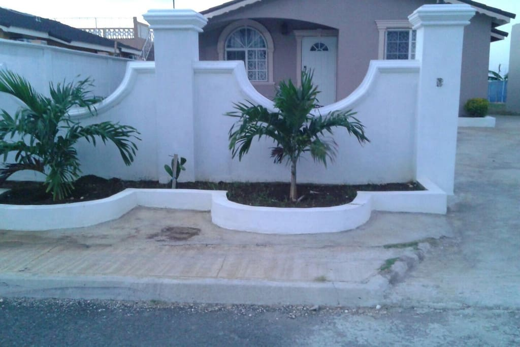 Williams Guest House Trelawny Ja Bungalows For Rent In