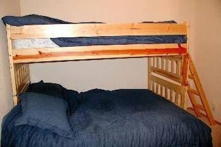 Private Bunk room Close to Skiing - Truckee - Cabin