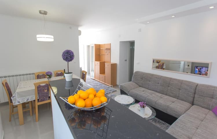 Mojas - Two Bedroom Apartment with Terrace