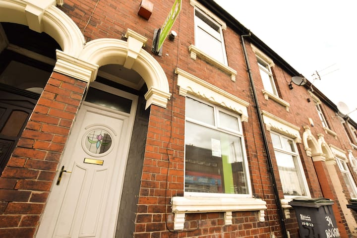 Beautifully modernised home in Stoke-on-Trent - Stoke-on-Trent - House