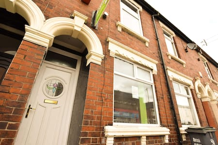 Beautifully modernised home in Stoke-on-Trent - Stoke-on-Trent - Talo