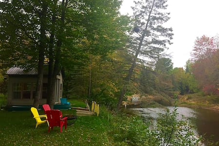 Private River cottage, family friendly, winterized