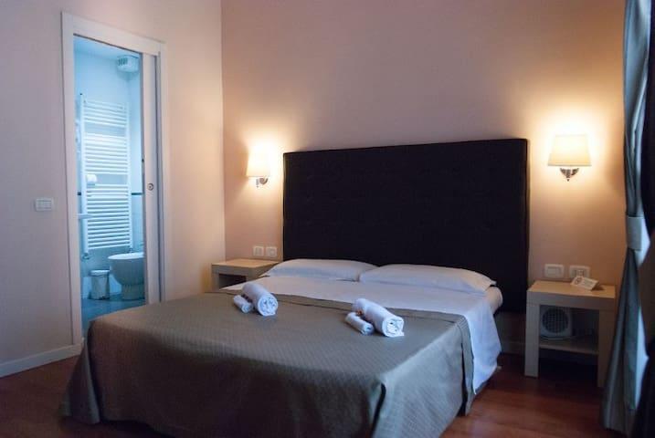 Elegante Guest House zona Monti Colosseo camera 1