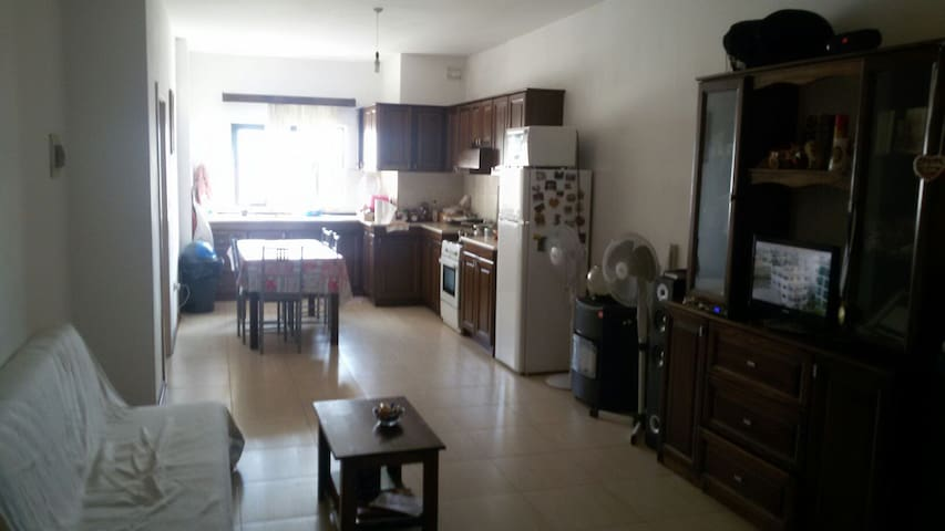 10 minutes by bus from Valleta - Santa Venera - Leilighet