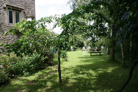 Double room in peaceful country cottage. - Tetbury