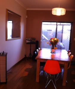 Amazing apartment close to several cafe strips - North Perth