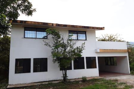 """""""La casa de los vitrales"""" Casa privada"""