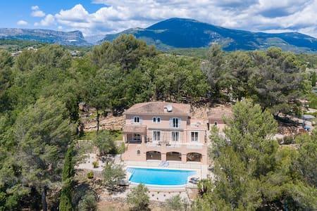 Villa Petit Abris (Little Haven) -Med & tree views - Le Rouret