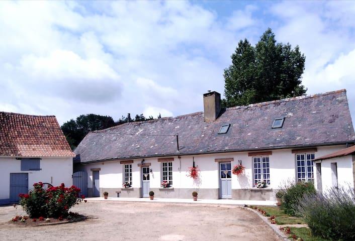 """Bienvenue à """"La Ferme des Tilleuls"""" à Courset"""