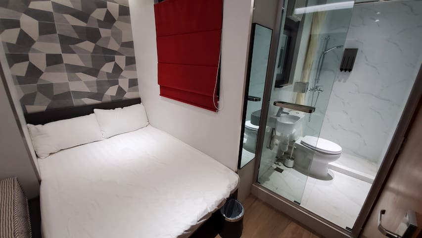 Double Room with Private Bathroom -2 mins from MTR
