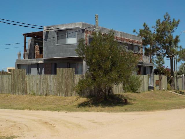 Casa Moderna en Manantiales  PDE - La Barra - Huis