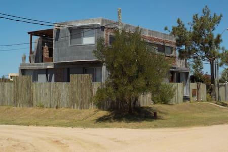 Casa Moderna en Manantiales  PDE - Huis