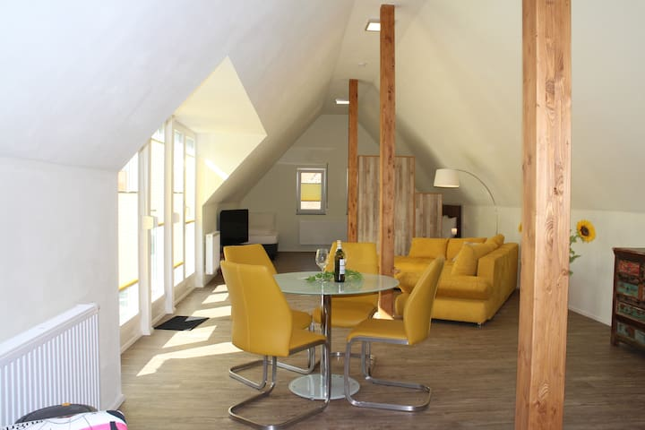Tolle Loft-Wohnung mit gr. Balkon - Burgbernheim - Lägenhet