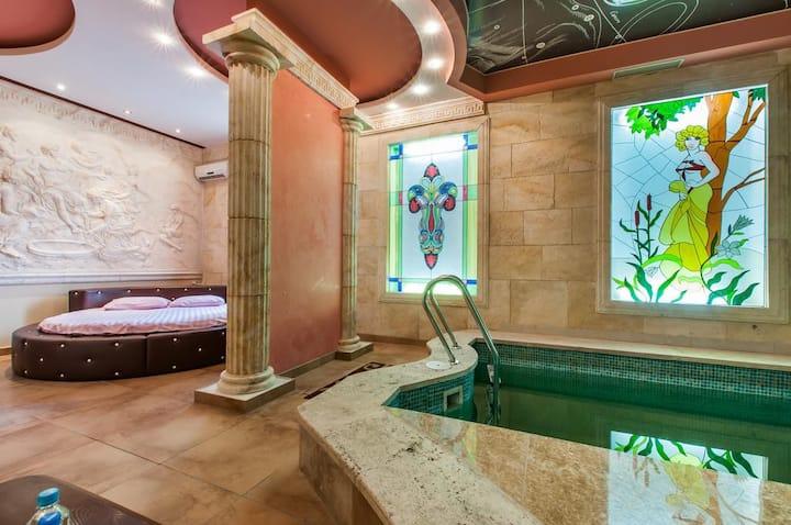 Шикарная комната с собственными бассейном и сауной