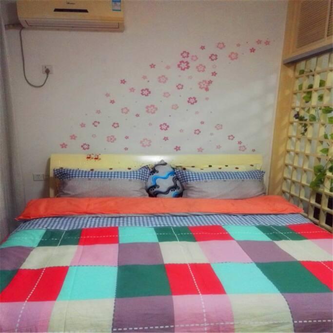 1.8米宽大床与空调