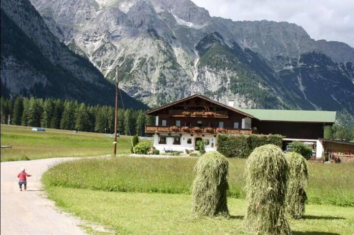 Urlaub in Mitten der Tiroler Berge!