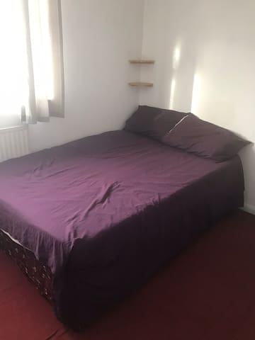 Double/single room to rent near city centre