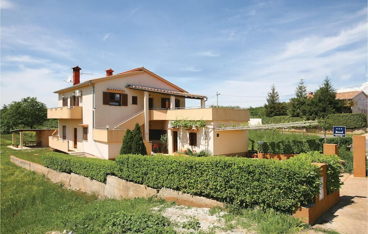 Beautiful home in Segotici with WiFi and 2 Bedrooms