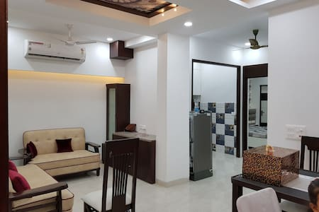 Entire World Class Apartment near Metro Station