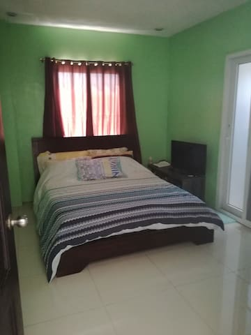 Cool Private Room w/ ensuite + Wifi + Breakfast - Mandaluyong - House