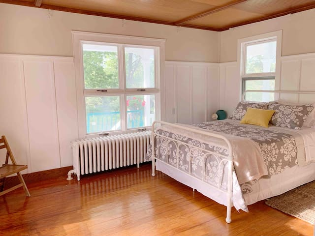 Lucille room: Queen bed Private heat & air Gorgeous view of lawn, gazebo, & grand porch