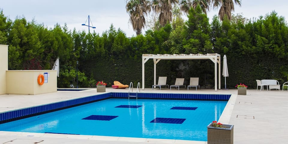 2b Pool Duplex Garden & Hot-tub Apt - Laisla beach - Agios Tychon - House