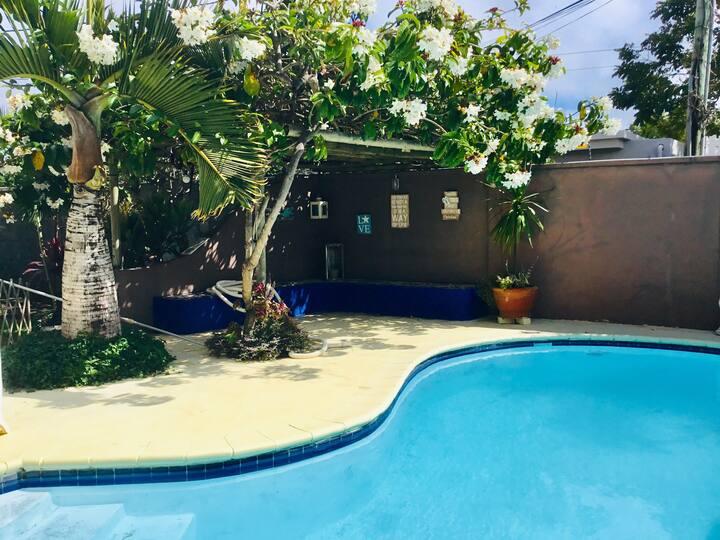 Ambalaba - chambre et sdb privée- piscine-jardin