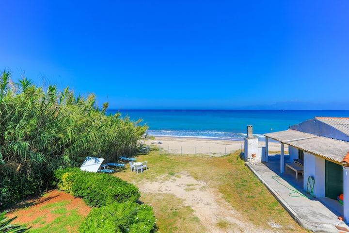 Beach Villa Vaso Dio: Beachfront, Sea view, garden