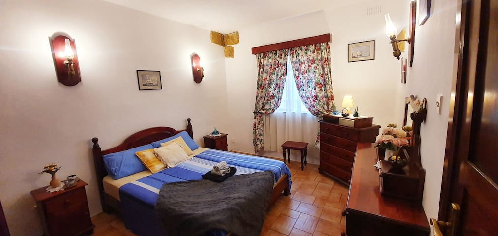 Room with Wifi Pool privat Bathroom Bugibba Square