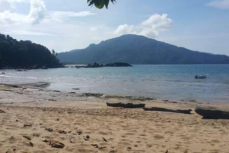 Teluk Sam Beach Chalet - Sarawak - Sematan