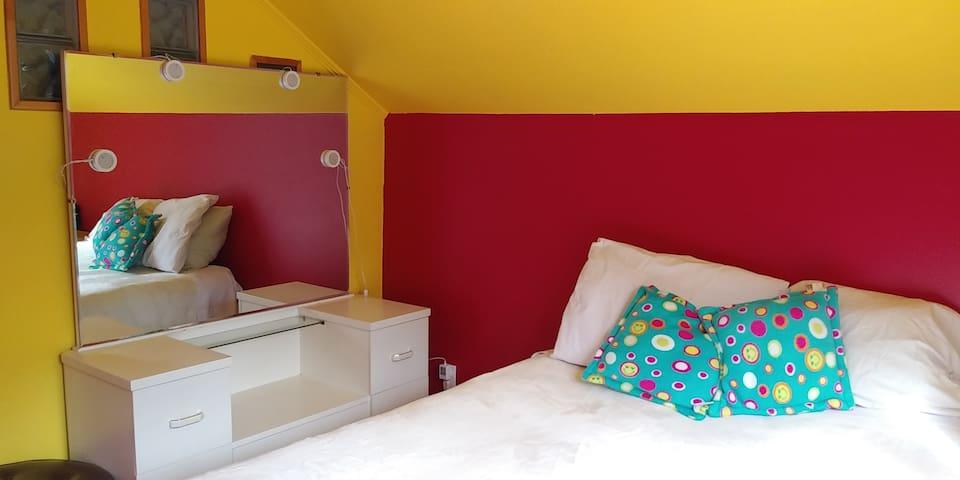 Petite chambre dans un grand espace