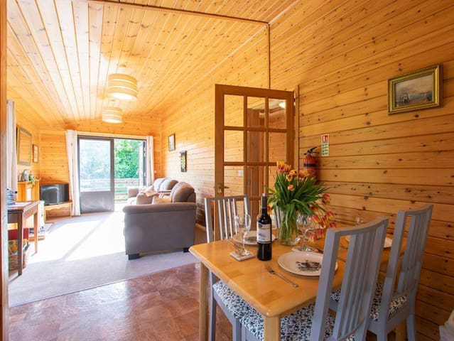 2 Bedroom Lodge on farm w/Beautiful Views & Walks