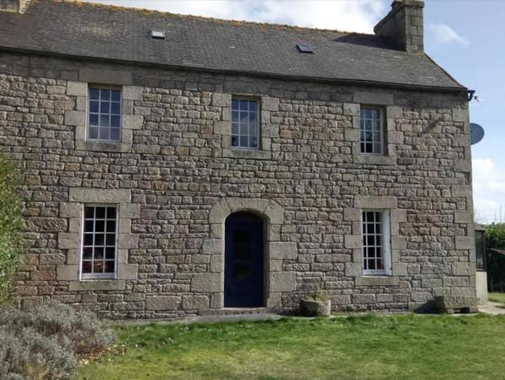 Maison bretonne en pierre type cottage