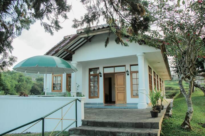 4BR Villa Putih - Cipanas