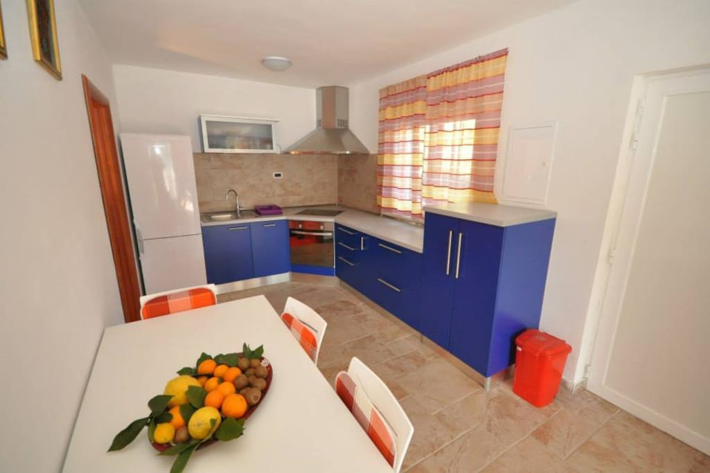 The blue apartment (duplex - 90m2) - Kitchen/dining area