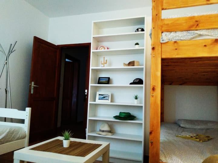 LA SANTA HOSTEL * MIXED DORM single bed