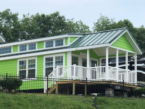 C16-Lakefront Tiny Home on Lake Norman