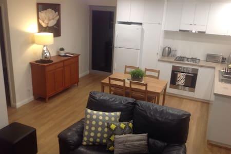 Modern Chic Apartment - Carine - Departamento