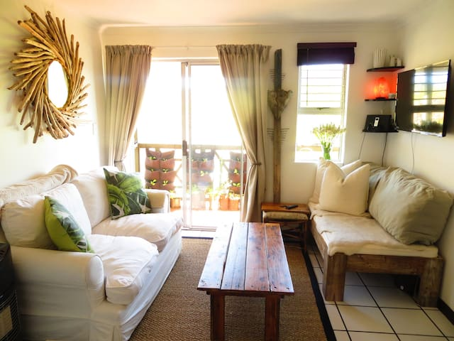 Quiet simple & stylish apartment 5 min from beach