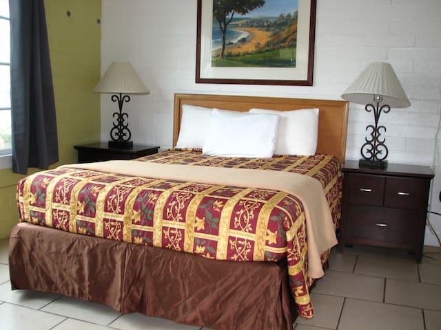 Oceana Inn - 2 Bedrooms Apartment w/Kitchenette