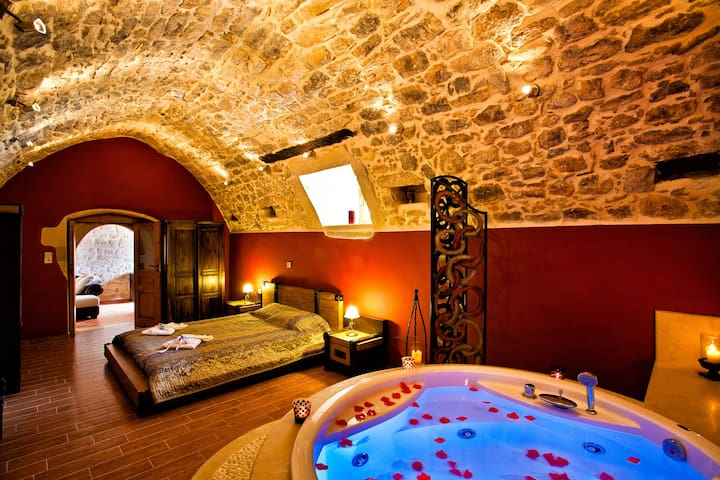 Superior Suite with Jacuzzi Bathtub & shared pool - Argiroupoli - Talo