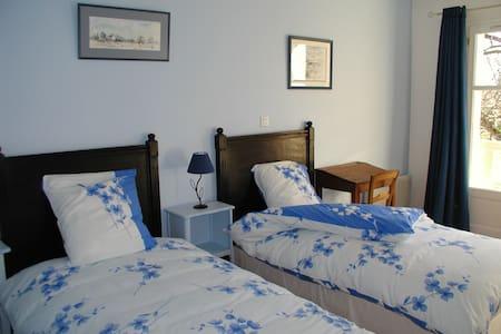 Chambre lits jumeaux avec petit-déjeuner - Vinay