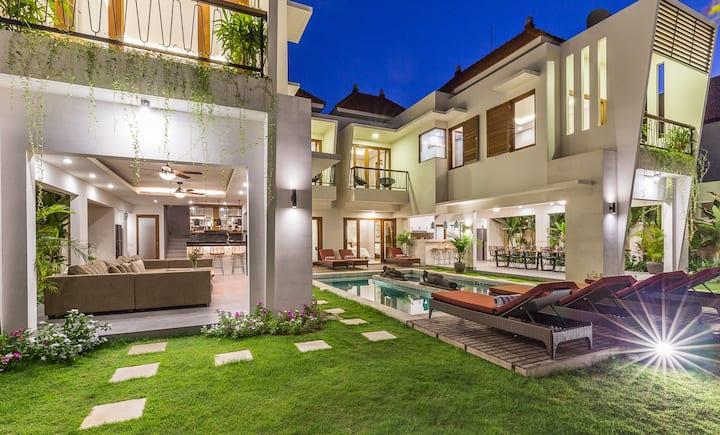 6BR LUX Villa, 500m to beach, HotTub Roof Terrace