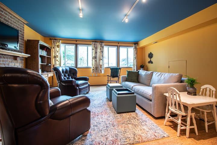 Spacious Self-Contained Garden Suite near UW