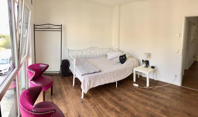 helles Zimmer am Phönixsee