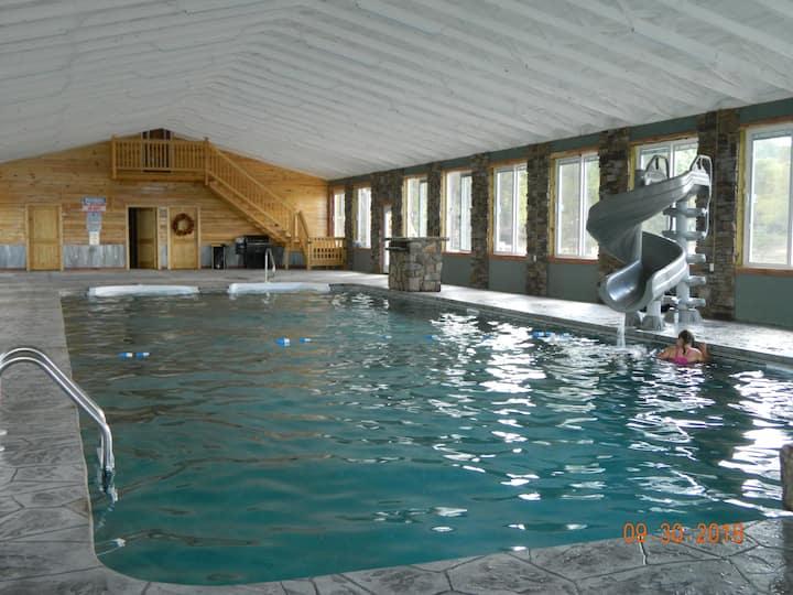 AmaZing! Pool*HotTub* FirePit! Chatt. TN 21 miles