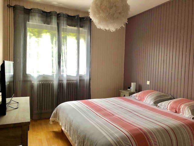 Chambre  lit 180 x 200 TV