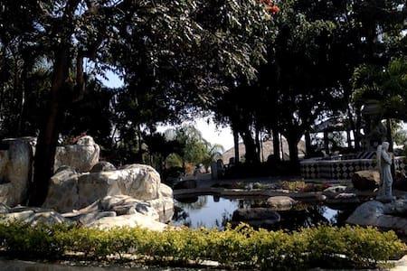 The Abundance Hostal - Tepoztlán